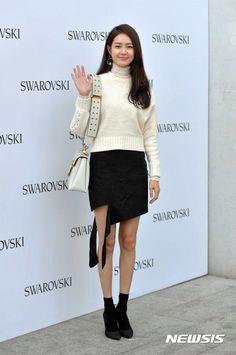 Lee Yo-won (이요원) - Picture @ HanCinema :: The Korean Movie and Drama Database Lee Yo Won, Angelababy, Korean Actresses, Asian Fashion, Stage, Drama, Movie, Queen, Gallery