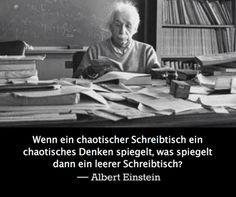 Einstein über einen chaotischen Schreibtisch