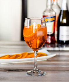 Boozy Aperol Spritz | DIVERSE DINNERS Prosecco Sparkling Wine, Cocktail Menu, Sweet Notes, Orange Slices, Summer Drinks, Alcoholic Drinks, Cocktails, Food Print, Dinners