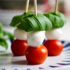 Tapas er en klassiker på 17. mai. Disse enkle tapasrettene med inspirasjon fra hele verden lager du på 30 sekunder! Null steking, koking eller baking. Tapas Recipes, Food Inspiration, Baking, Vegetables, Bakken, Vegetable Recipes, Backen, Sweets, Veggies