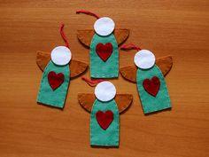 Kit com quatro enfeites para a árvore de Natal feitos em feltro em formato de anjo.
