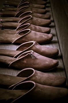 Old stuffes always make me lose my mind! Cadena House slippers ~ Old Man Fancy. Chocolate Color, Chocolate Brown, Ballet Shoes, Dance Shoes, Leather Slippers, Brown Slippers, Bronze, Character Shoes, Favorite Color