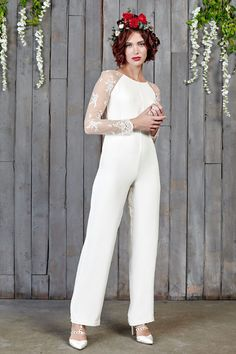 26 of our favourite wedding dresses (and trousers!) for the modern bride looking for an untraditional wedding dress with a difference! Alternative Wedding Dresses, New Wedding Dresses, Cheap Wedding Dress, Casual Wedding, Wedding Attire, Wedding Outfits, Wedding Pantsuit, Derby Outfits, Wedding Jumpsuit