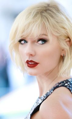 """Her new look doesn't suit her.""  I don't think I've seen a more stunning photo of her ♥!!!!!!!!! Taylor Swift ♥"