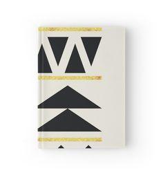 Black and Gold Pattern Triangles von NordicStudio