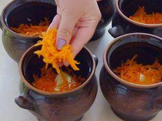 Жаркое – блюдо из мяса и овощей, традиционное для русской кухни.