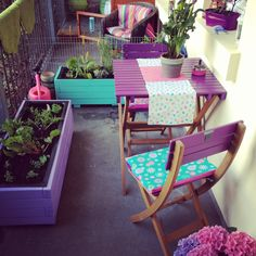 Thinking of painting my balcony furniture like this: only the top parts in a bright colour!