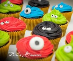 ONSTER-IFFIC CUPCAKES - Cute little monster cupcakes for a little boy's birthday. Chocolate cupcakes with buttercream - really easy to make! Monster Cupcakes, Monster Party, Monster Birthday Parties, Birthday Bash, Birthday Party Themes, Monster Boy, Birthday Ideas, Monster Face, Fourth Birthday