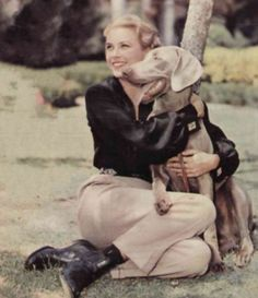 Grace Kelly, pre-princessnhood, with her Weimaraner dog. Grace Kelly Wedding, Princess Grace Kelly, I Love Dogs, Puppy Love, Cute Dogs, Weimaraner Puppies, Purebred Dogs, Dog Wedding, Mans Best Friend