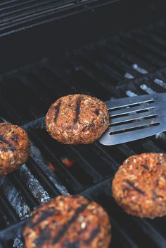 EASY GRILLABLE Veggie Burgers! Hearty, flavorful and hold up on the grill or skillet!