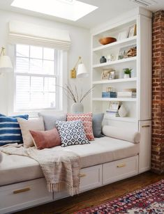 Home Office Guest Room Daybed Pillows 60 Ideas For 2019 Living Room Decor, Living Spaces, Bedroom Decor, Small Living Rooms, Living Room Designs, Guest Room Office, Home Office, Bedroom Office Combo, Window Storage Bench