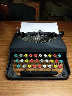 1938 Remington Bantam portable typewriter - beautiful colored keys! Working Typewriter, Portable Typewriter, Vintage Typewriters, Vintage Cameras, Vintage Postcards, Vintage Items, I Dream Of Genie, Antique Typewriter, Retro Office