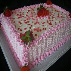 Receita de Glacê de Leite em pó não Derrete Fora da Geladeira - GRANIG RECEITAS Vanilla Layer Cake Recipe, Layer Cake Recipes, Birthday Sheet Cakes, Pretty Birthday Cakes, Rectangle Cake, Cake Stencil, Different Cakes, Square Cakes, Small Cake