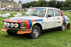 Peugeot 504 Rallye Groupe 4 à Chantilly Arts et Elegance #MoteuràSouvenirs Reportage : http://newsdanciennes.com/2016/09/05/chantilly-arts-et-elegance-2016-creme-creme/ #ClassicCar #VintageCar #Voiture #Ancienne