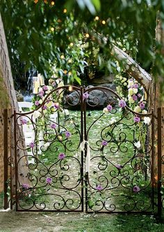 Magical garden entrance - my daughter's headboard looks just like this. she hates it. I should turn it into a gate! -- find a headboard, make a gate! Dream Garden, Garden Art, Roses Garden, Paradise Garden, Fruit Garden, The Secret Garden, Secret Gardens, Hidden Garden, Garden Entrance