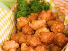 There's nothing like deliciously crisp golden corn fritters fresh out of the fryer. New Recipes, Cooking Recipes, Favorite Recipes, Vegetable Side Dishes, Vegetable Recipes, Corn Fritter Recipes, Appetizer Recipes, Appetizers, Finger Food