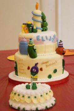 LOVE this cake... the fondant candle, the matching smash cake, and the little peas on the smash cake... perfect.