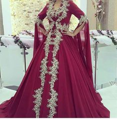 This Pin was discovered by tug Pakistani Bridal Dresses, Indian Dresses, Turkish Wedding Dress, Pretty Outfits, Beautiful Outfits, Muslim Gown, Royal Ball Gowns, Arabic Dress, Drape Gowns
