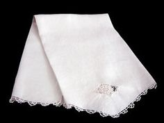 VINTAGE ITALIAN NEEDLE LACE LINEN GUEST TOWEL LIGHT ECRU 17 inches x 26 inches