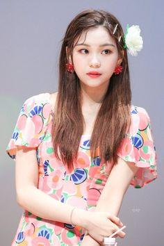 Kpop Girl Groups, Korean Girl Groups, Kpop Girls, Gfriend Profile, Kim Ye Won, Female Reference, Pretty Asian, Red Velvet Seulgi, G Friend