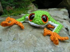 Tree frog - crochet - free tutorial - more crochet animal tutorials available on this site