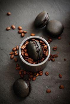 black coffee macarons - really look like coffee beans! Black Coffee, My Coffee, Coffee Beans, Coffee Shop, Coffee Art, Drawing Coffee, Coffee Painting, Coffee Corner, Coffee Gifts
