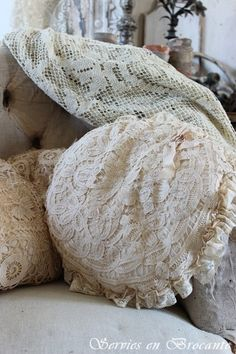 Prachtig kussen/ Wonderful pillow Old Pillows, Throw Pillows, Romantic Homes, Vintage Home Decor, Home Decor Inspiration, French Vintage, Beautiful Things, Vintage Items, Shabby Chic