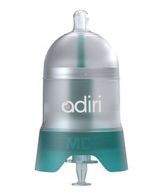 This bottle features an inner tube that's made from medical-grade silicone for the easy delivery of medicine—which remains separate from liquid until reaching Baby's mouth. This helps prevent dilution and unwanted mixing. The removable syringe makes it easy to read the dosage being administered.