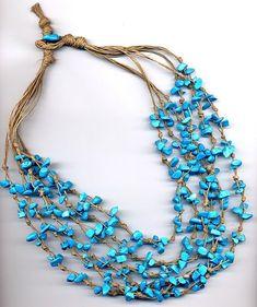 E visto che il turchese è il colore dell'estate 2010, ecco un'altra collana di lino grezzo e chips turchesi! Grazie a tutte per le visite e ...