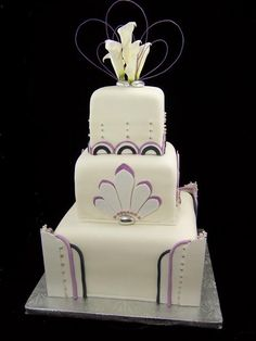 Art-deco-Wedding-Cake...Has that old hollywood feel...