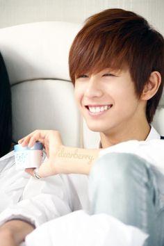 minwoo BOYFRIEND on Pinterest   Boyfriends, Kpop and Cute Boys