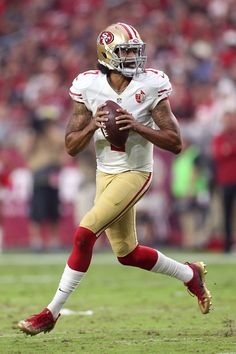 Colin Kaepernick Photos Photos - Quarterback Colin Kaepernick #7 of the San Francisco 49ers looks to pass during the third quarter of the NFL football game against the Arizona Cardinals at University of Phoenix Stadium on November 13, 2016 in Glendale, Arizona. - San Francisco 49ers v Arizona Cardinals