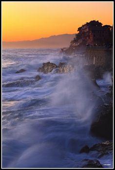 Italy, Liguria, Genoa, La passeggiata di Nervi abbracciata dal mare