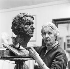 Pallandt, Charlotte Dorothée van (1898-1997) Sculpture Head, Sculpture Portrait, Female Painters, Painter Artist, Art Themes, Johannes Vermeer, Famous Artists, Art Studios, Artist At Work
