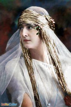 Regina Elisabeta a Greciei (n. 12 octombrie 1894, Sinaia — d. 15 noiembrie 1956, Cannes) născută în familia regală a României (cu titlurile de principesă a României și principesă de Hohenzollern-Sigmaringen) a fost fiica cea mai mare a reginei Maria și a regelui Ferdinand.