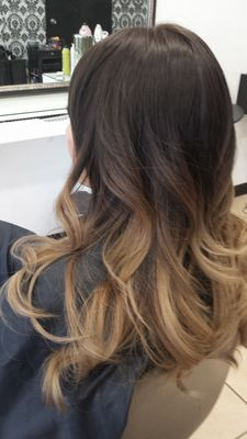 ,balayage ombre hair, I really like this, but I think I would want more of a middle color to make a smoother transition. Agreeee and maybe some more subtle