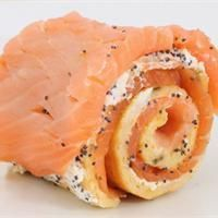Salmon Christmas Log Creative Kitchen Recipe - Noël à Saint Aubin - noel Appetizer Recipes, Snack Recipes, Christmas Log, Xmas, Salmon Roll, Brunch, How To Cook Fish, Party Finger Foods, Appetisers