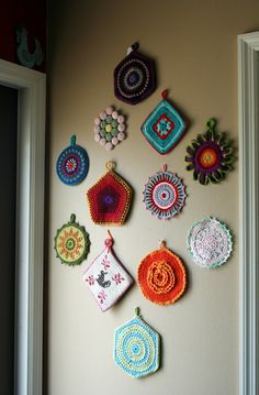 Inspiration for multi coloured pattern crochet wall hangings for folk,gypsy,mexican,granny chic home,caravan or little shed of calm Crochet Kitchen, Crochet Home, Crochet Crafts, Crochet Projects, Crochet Geek, Form Crochet, Vintage Potholders, Crochet Potholders, Crochet Wall Art