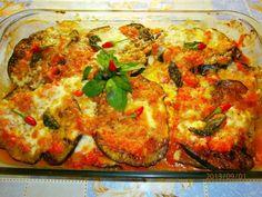 Vinete la cuptor cu mozzarella si cascaval - imagine 1 mare Grubs, Eggplant, My Recipes, Vegetable Pizza, Quiche, Pyrex, Food To Make, Good Food, Food And Drink