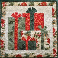 40 Mind-blowing Christmas Quilts To Own - All About Christmas Christmas Tree Quilt, Christmas Patchwork, Christmas Blocks, Christmas Quilt Patterns, Christmas Wall Hangings, Christmas Placemats, Christmas Sewing, Noel Christmas, Christmas Projects