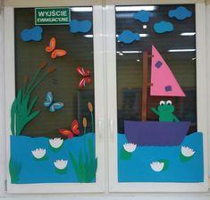 School Window Decorations, School Board Decoration, Felt Flowers Patterns, Art For Kids, Crafts For Kids, Window Art, Spring Crafts, Preschool Crafts, Classroom Decor