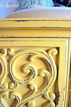 {Before & After} – Fun Yellow Dresser! Color = Decisive Yellow by Sherwin Williams Clear Coat = Varathane Brand (i. Yellow Chalk Paint, Annie Sloan Chalk Paint, Yellow Painting, Diy Painting, Diy Garden Furniture, Ikea Furniture, Furniture Projects, Furniture Makeover, Furniture Dolly