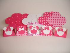 Lindas e finas forminhas para doces da Minnie em tons de rosa pink. Confeccionadas em papel 180g.  Medidas das forminhas: 3,3cm x 3,3cm  No tamanho 4,4cm x 4,4cm o valor unitário é R$0,65  Temos também anúncios de toppers e caixinhas da Minnie pink.  Pedído mínimo: 50 unidades. R$ 0,55