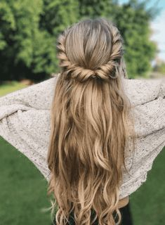 Implausible Twists and curls half up half down coiffure,simple half up half down hairstyles,boho hairstyles,simple coiffure do it your self […] Easy Hairstyles For Long Hair, Cute Hairstyles, Braided Hairstyles, Wedding Hairstyles, Hairstyle Ideas, Hairstyles 2018, Gorgeous Hairstyles, Hair Ideas, Medieval Hairstyles