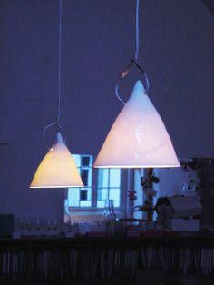 Grande Lampe Cornette Suspendues, porcelaine émaillée - Tsé & Tsé associées