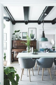 Vintage Industrial Decor Modern farmhouse dining room with exposed beams painted black, a vintage industrial light fixture and contemporary sidecars - Modern Farmhouse Decor Modern Farmhouse Decor, Rustic Decor, Dining Chairs, Dining Room, Decor Scandinavian, Gravity Home, Country Furniture, Home Decor Kitchen, Furniture Inspiration