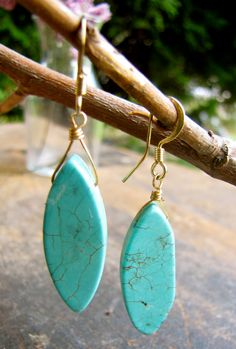 someday I will find simple turquoise earrings and a necklace and wear it with navy blue....
