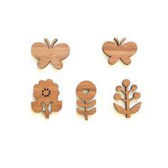 Fleurs et papillons, ornements de bois, décor de chambre pour chambre d'enfant et