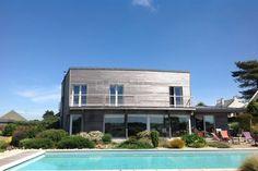 Maison d'architecte avec vue dégagée sur la mer, piscine et jardin . Terrain 2000 M2.