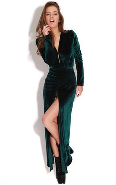 Imagen de http://www.coatpant.com/wp-content/uploads/2013/11/Velvet-Long-Dress-Fashion.jpg.